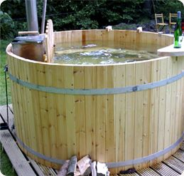 Houten Buitenbaden Hottub In Tuin Baden Van Hout Bubbelbad Bubbelbad Achtertuin Tuin Bad