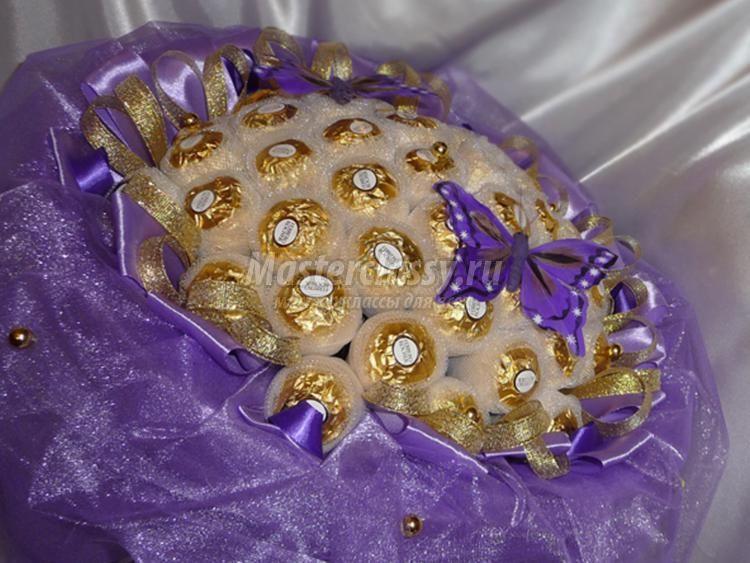 букет из органзы и конфет. Лаванда