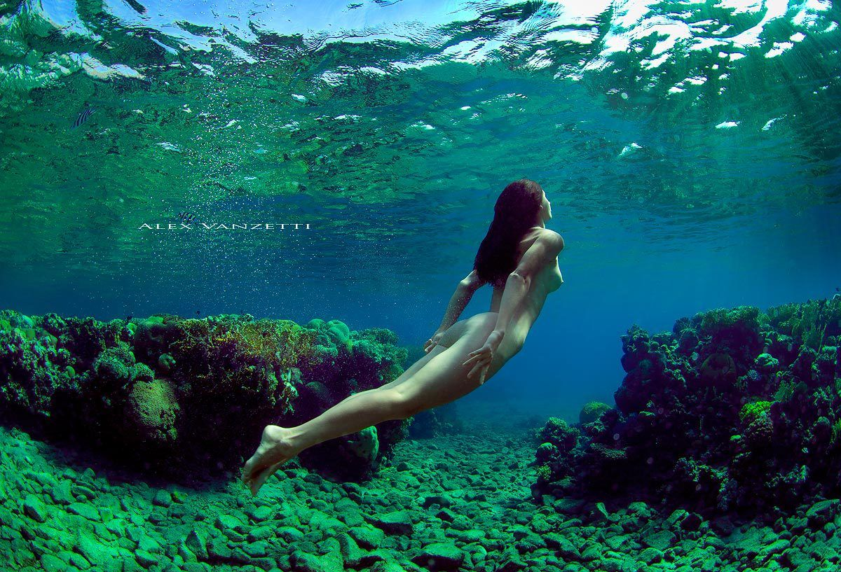Naked woman underwater pictures