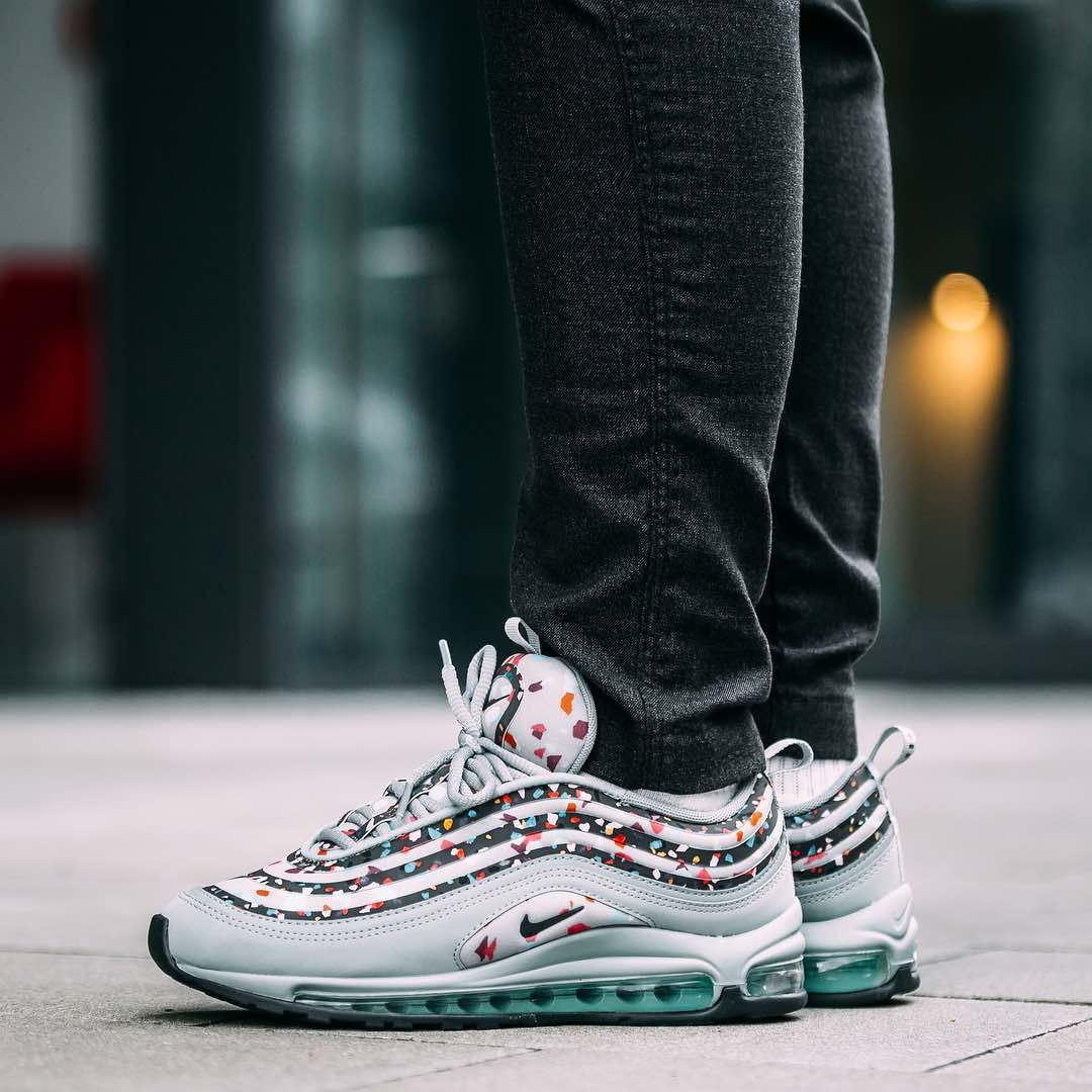 f389acf3a20 Nike Air Max 97 Ultra « Grey Confetti » Credit   Afew