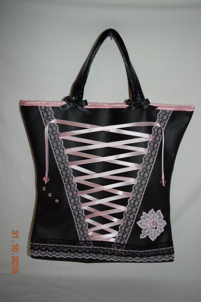 Petit sac de soirée en simili cuir noir, modèle corset rose   Sacs à main  par maleely edc5bee1107
