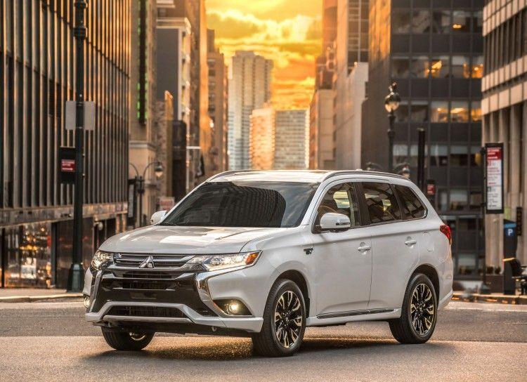 2017 Mitsubishi Outlander PHEV Debuts In New York, Arrives