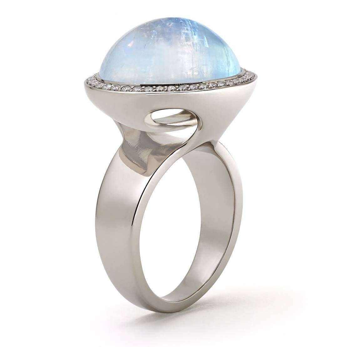 Send Her Over The Moon With The Steller Moonstone Ring This Holiday Season Shop The Steller Collection Online And Get It In Time For The Holidays Www Dianav Med Billeder