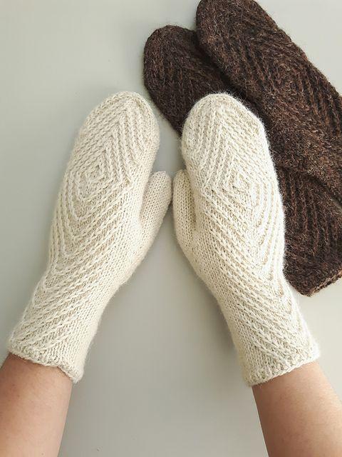 Rhombtwist mittens pattern by Kristina Tyla | Ganchillo