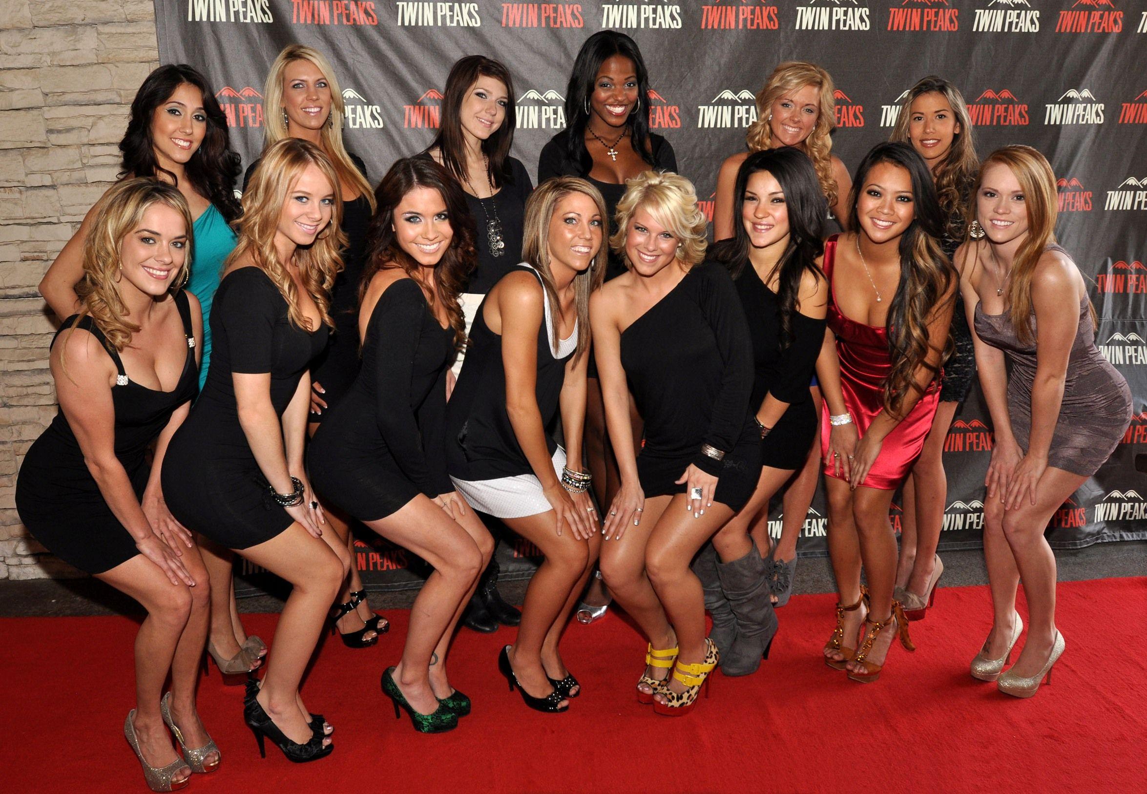 twin peaks calendar girls | twin peaks calendar launch party group