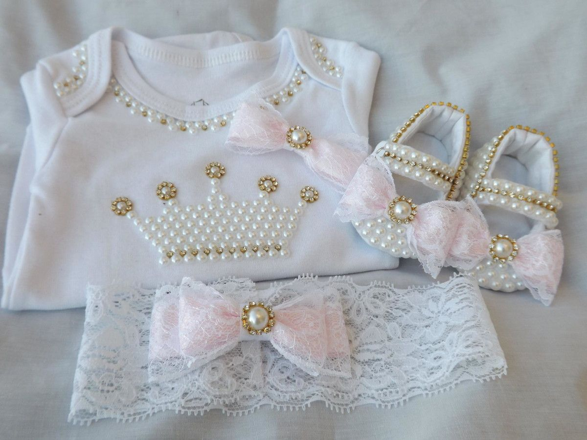 844bcc0741 Sapatinho de tecido para deixar a sua bebê mais e mais linda! É feito com.  Visitar