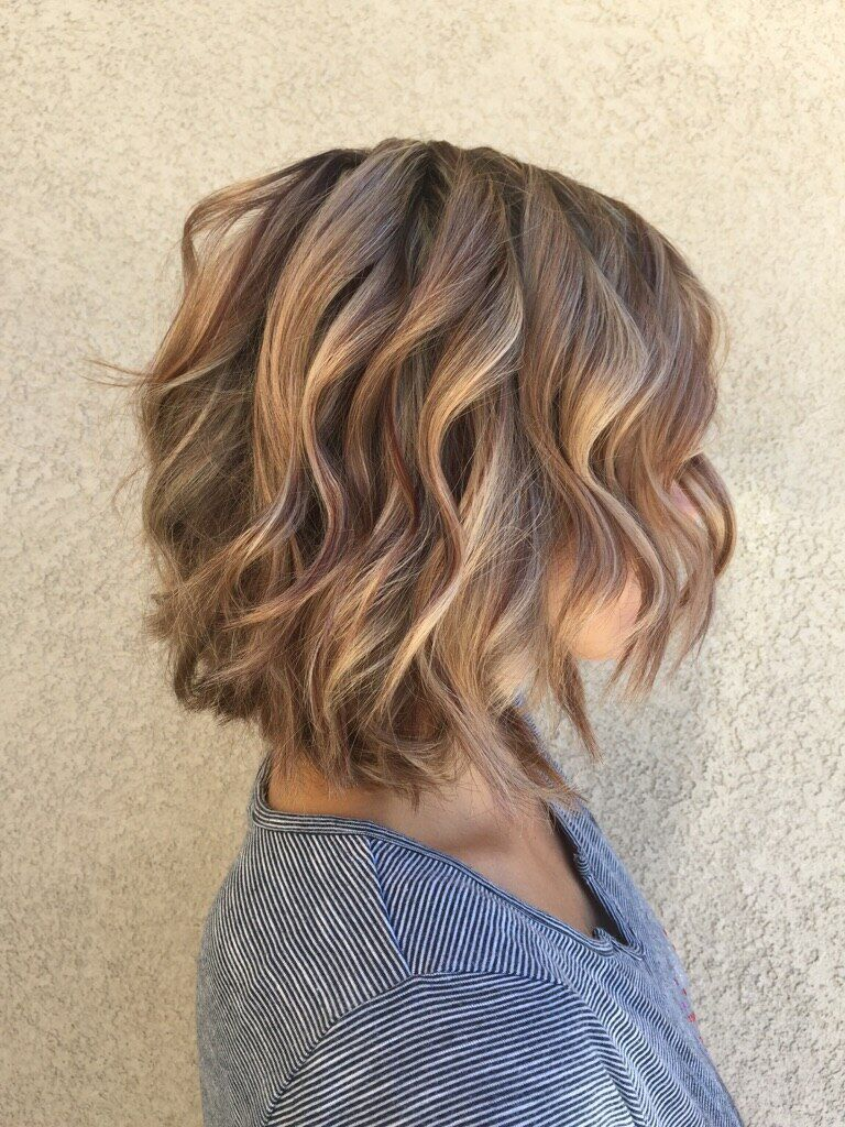 Highlights And Lowlights Mahogany Lowlights And Soft Carmel Highlights With A Layered Bob And Soft Beach Waves By Short Hair Styles Hair Styles Beach Wave Hair
