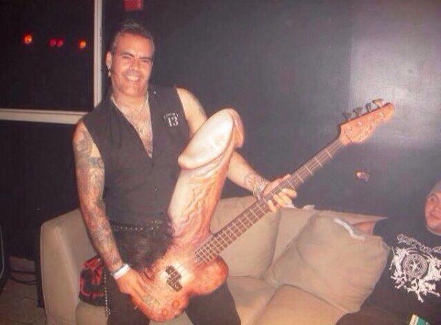Wangcaster-like for bassists.