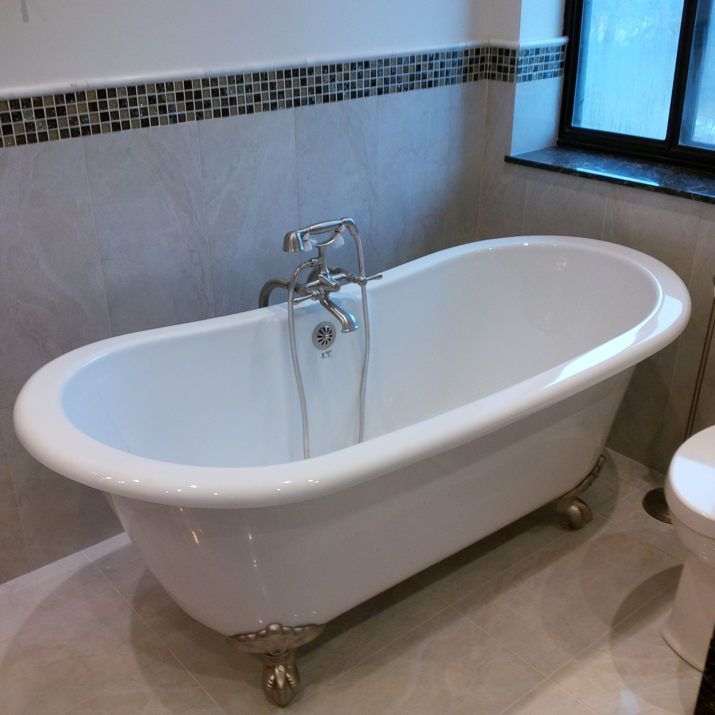 MAAX Versailles Freestanding Clawfoot Tub, Riobel Manhattan Tub ...