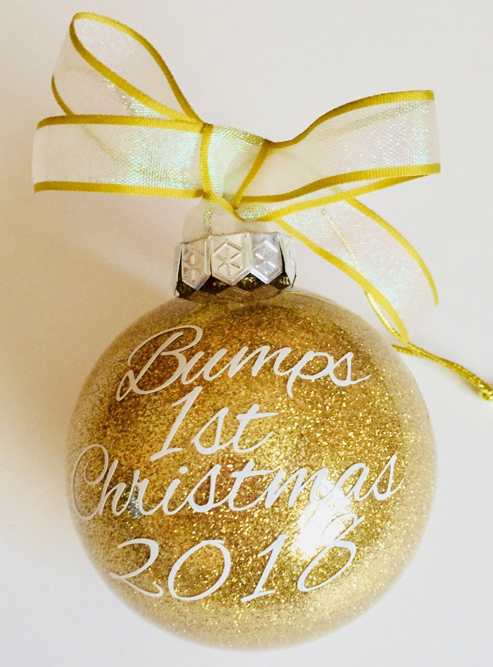 404aa377e0af2 Bumps 1st Christmas 2018 glitter bauble for expectant mum, maternity gift.  Buy it now. #bumps1stchristmas #christmasbauble #bauble #christmasornament  ...