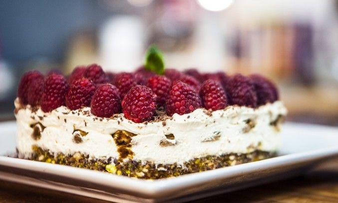 Tiramisu Cheesecake date&nuts base