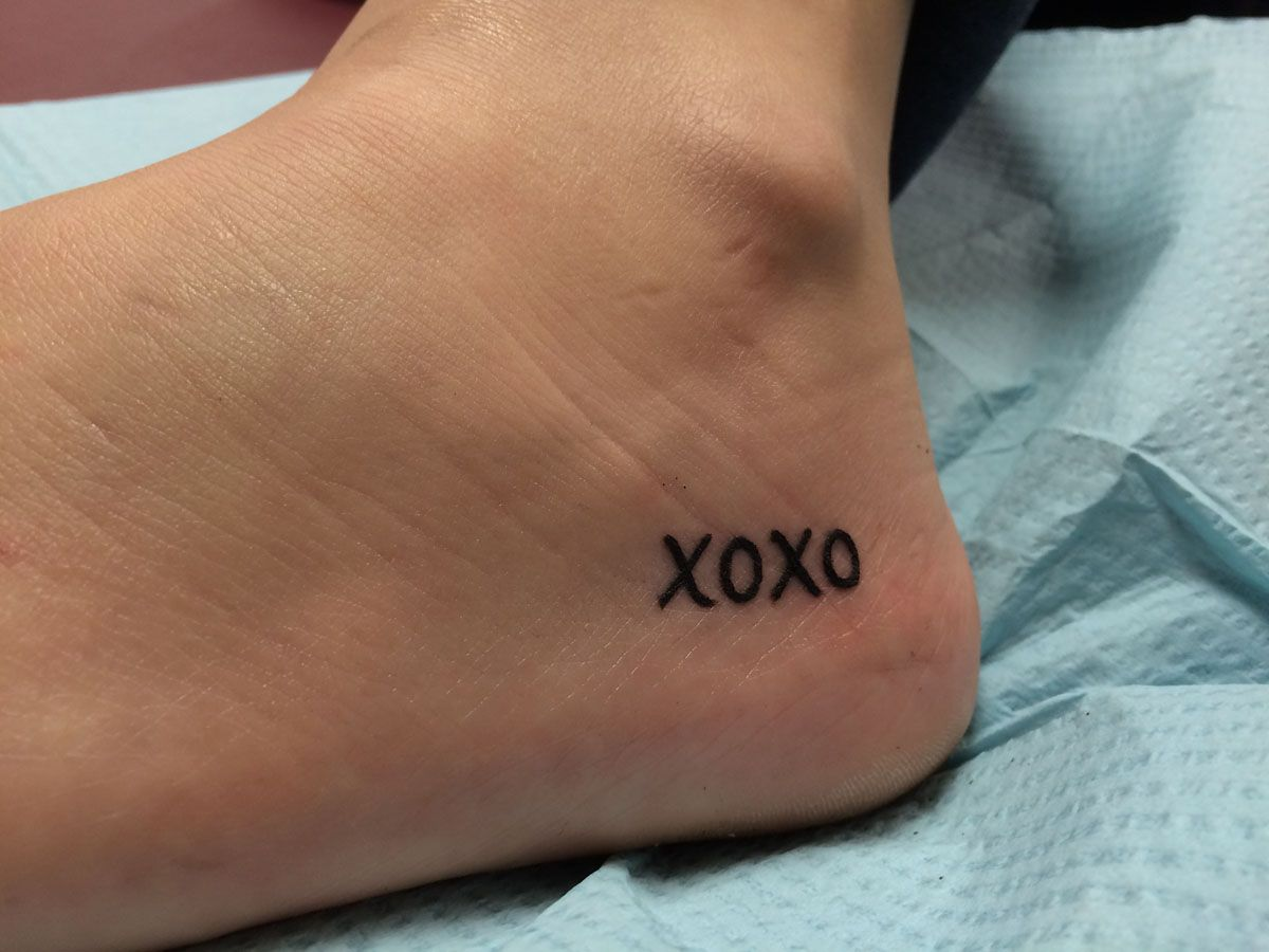 Celebrity Tattoo Design Tattoos On Wrist Tumblr Xo Tattoo Tattoo Designs Cancer Ribbon Tattoos