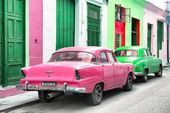 Photographic Print: Cuba Fuerte Collection – Two Classic American Cars – Pink & …