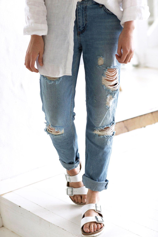 Ripped denim boyfriend jeans and Birkenstocks #chroniclesofher #carmenhamilton