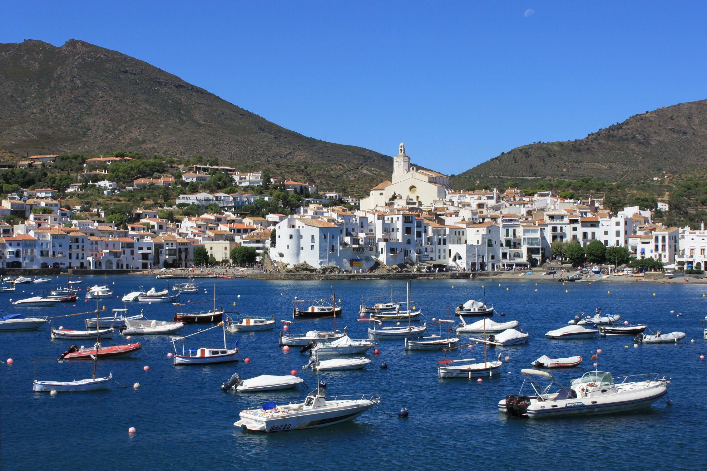 Cadaqués, un precioso pueblo de la Costa Brava | Viajar Sin Salir de ...