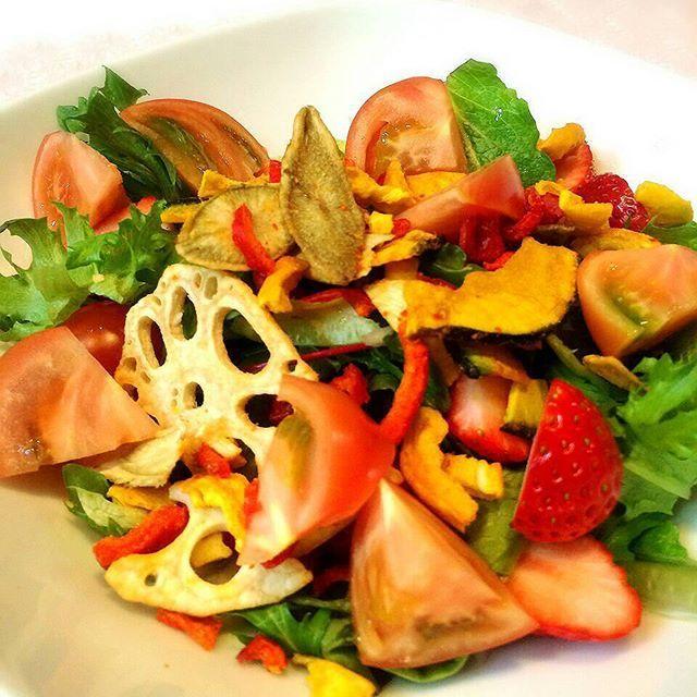 tako_uni_ika#salada #vegetable #tomato #dinner #foodlover #food #l4l #italian #instafood #おうちごはん #あったか晩ごはん #サラダ
