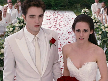 Bella And Edward At The Nightmare Wedding Twilight Wedding Twilight Film Bella And Edward Wedding