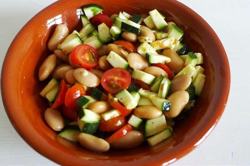 Bohnensalat mit Zucchini und Cherrytomaten