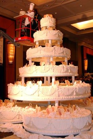 Holy Lord thats a big cake The largest wedding cake known to man