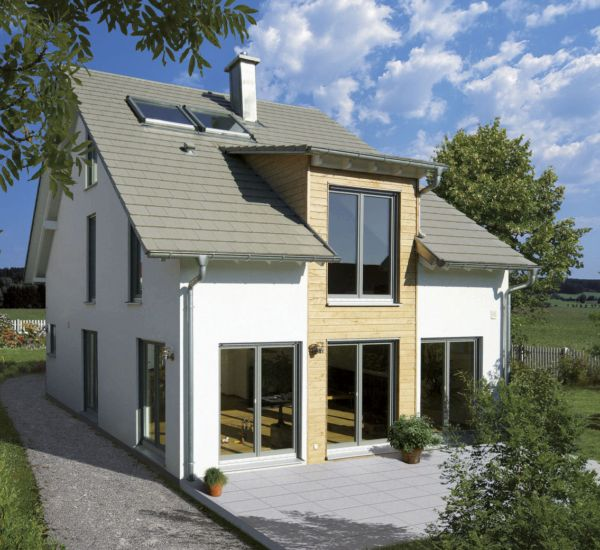 weiss fertighaus familien idyll mit holzverschaltem erker a 1 4 ber 2 stockwerke haus kahl holzhaus erfahrungen 2012