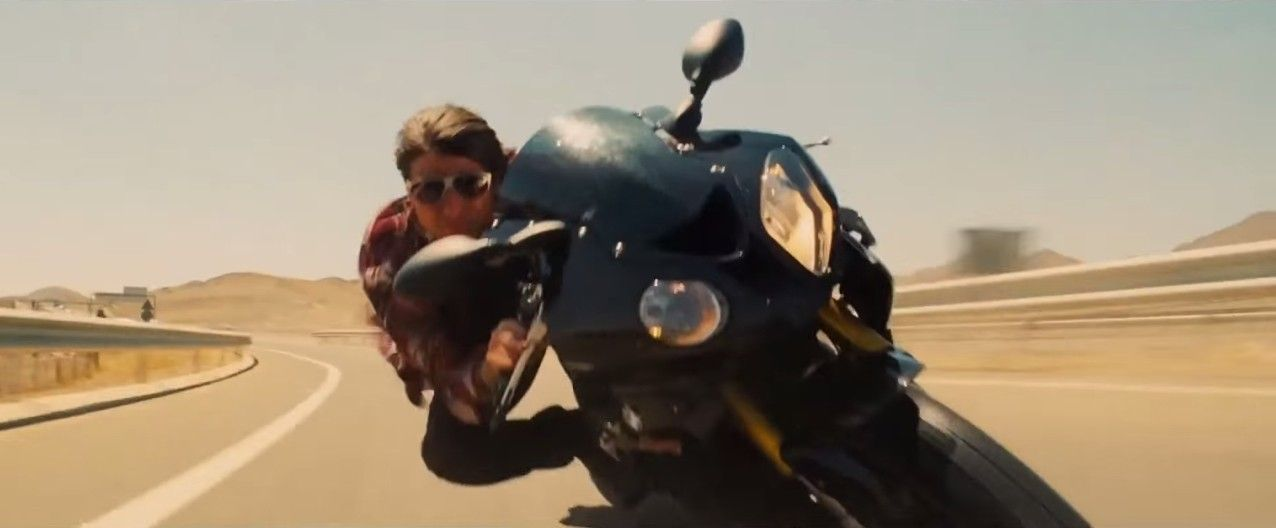 tom cruise rides a bmw s1000rr in the mission impossible 5 - rogue