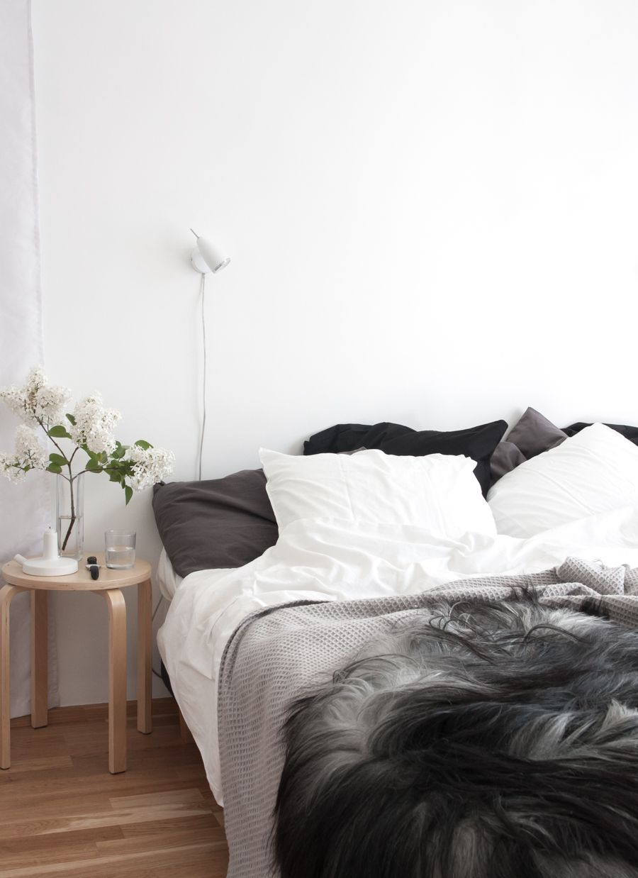 Bedding. Adding warmth and texture with Icelandic sheepskin  Decordots