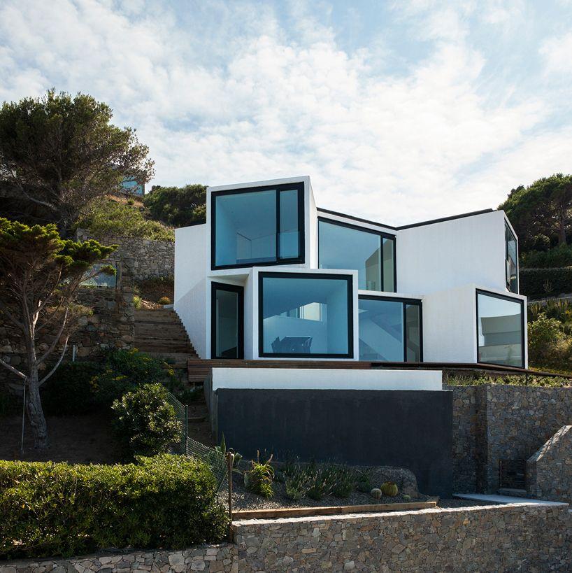 sunflower-house-cadaval-&-sola-morales-costa-brava-designboom-02