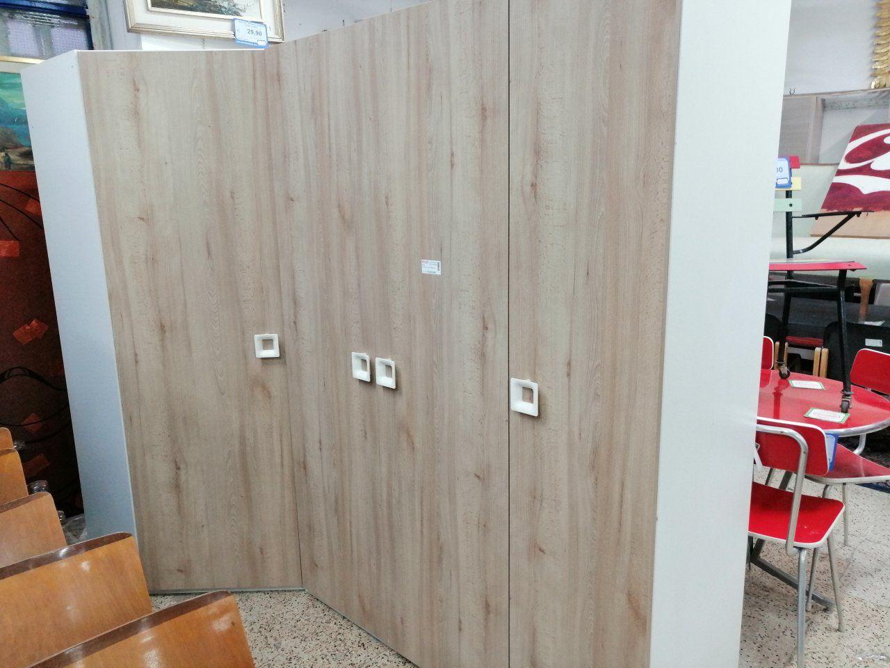 Armadio Angolare Usato : Armadio angolare in legno color rovere ante in ottime