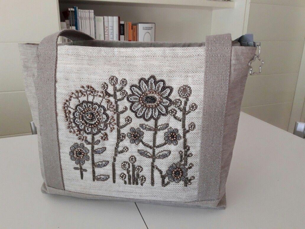 Handbag con ricamo a punto croce e bead embroidery