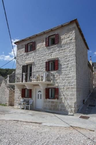 Stone House Penzo Pucisca Offering accommodation with air conditioning, Stone House Penzo is set in Pucišca, 30 km from Split. Makarska is 24 km away. Free WiFi is provided .  All units feature a TV. Some units have a dining area and/or terrace.