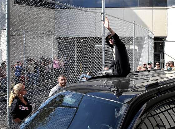 Justin Bieber Arrested For Alleged Dui Resisting Arrest Justin