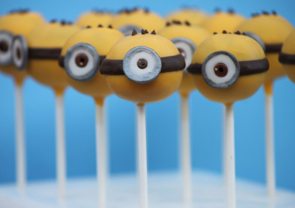 Minion Cake Pops With Images Minion Cake Pops Cake Pops
