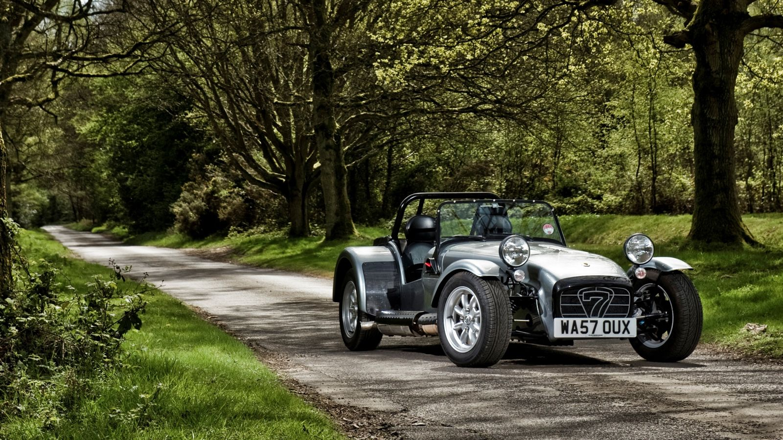 Your Ridiculously Cool Caterham Seven Wallpaper Is Here