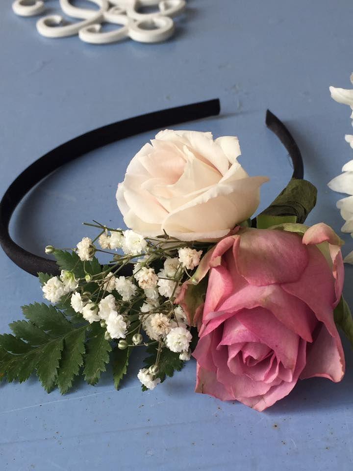 קשת פרחים - אקססוריז מפרחים -תכשיטי פרחים  סיכות דש - צמיד פרחים - מסררקיות שיער ועוד