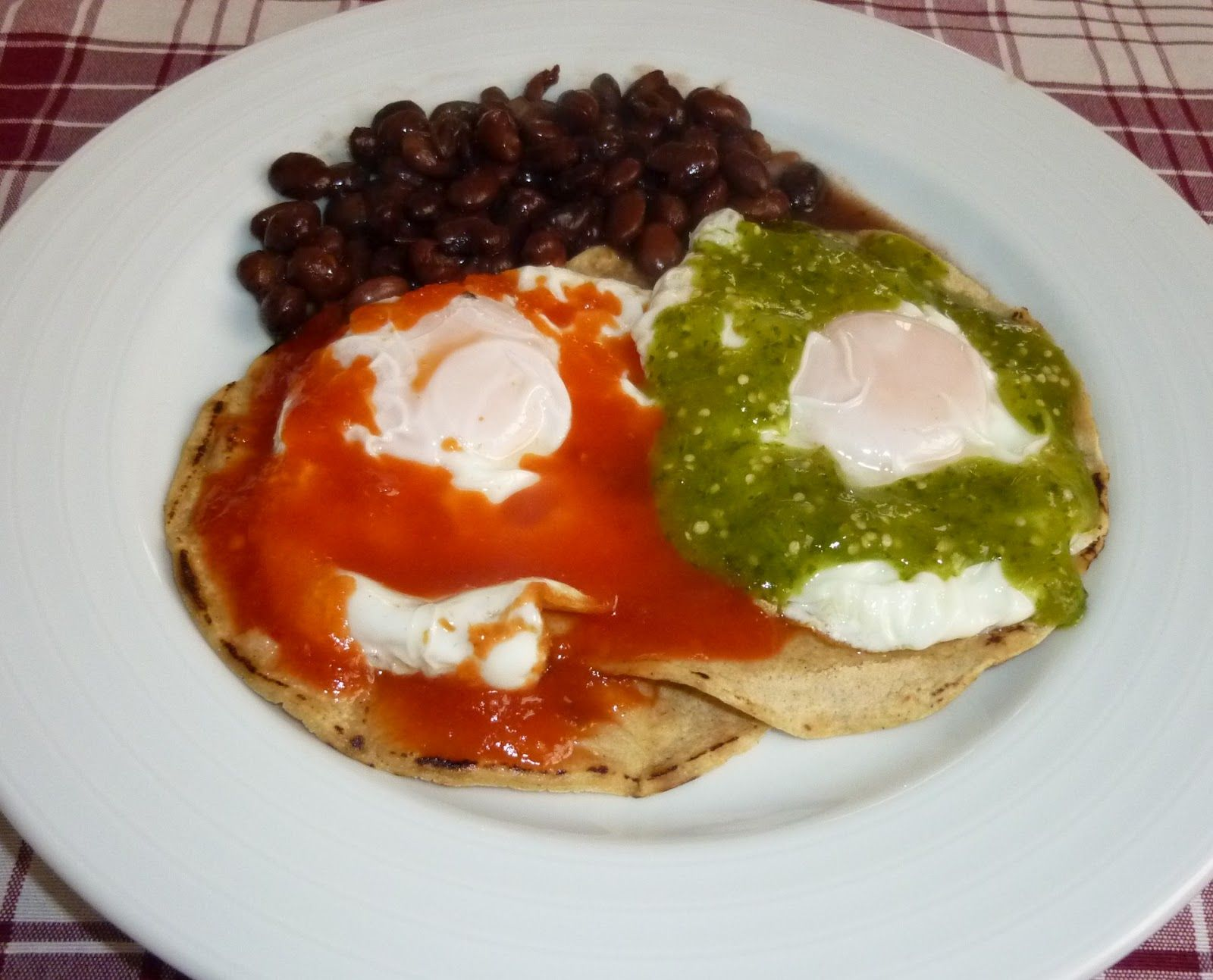 Huevos Divorciados Chilaquiles