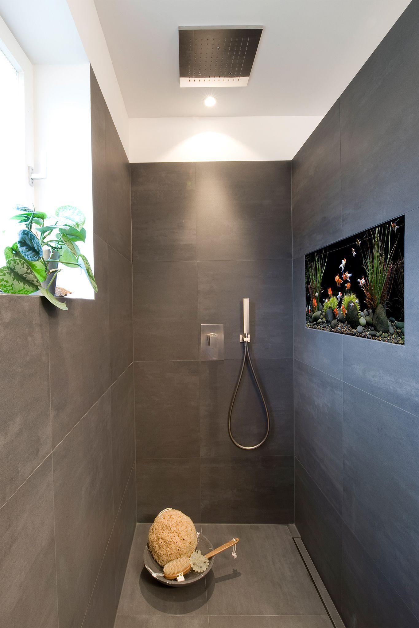 Dusche halbhoch gemauert glas  Walk-In-Dusche mit Aquarium | Schöne Walk-In-Duschen | Pinterest ...