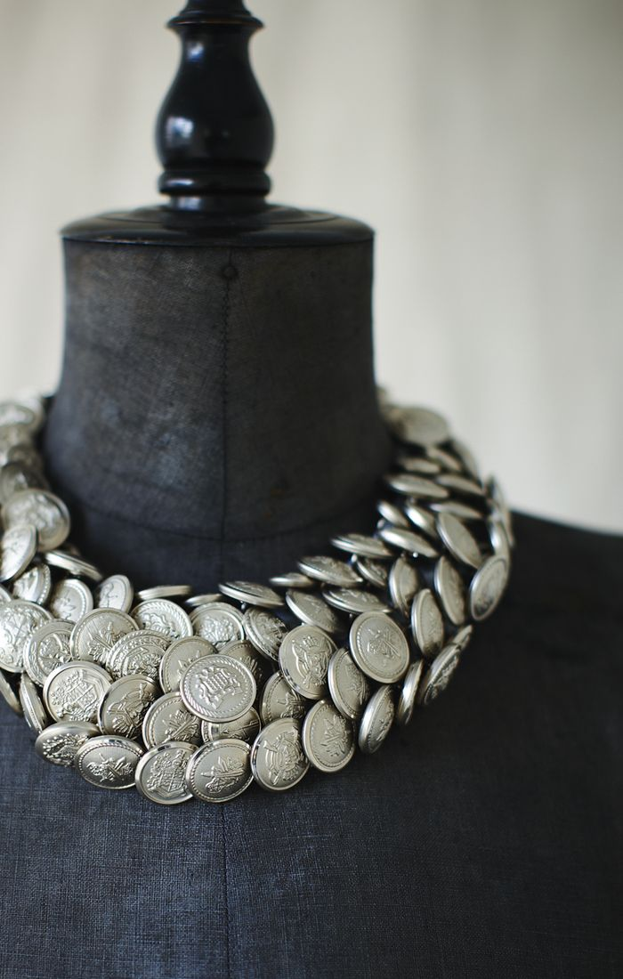 KOTSU-KOTSU button necklace