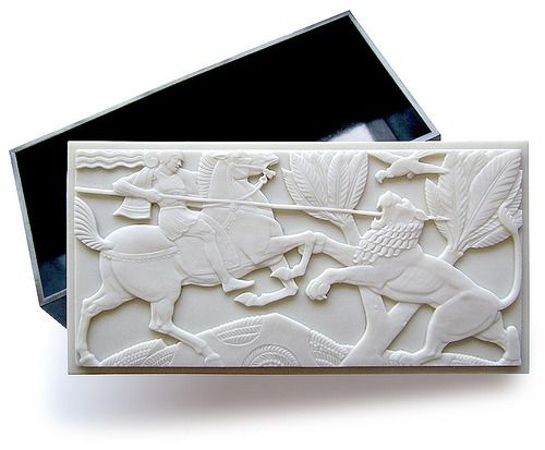 Historicist Art Deco Jewelry Box, 1936, made in England by Birkbys under the brand Elo Ware in black and white compression molded Plaskon (urea formaldehyde) plastic
