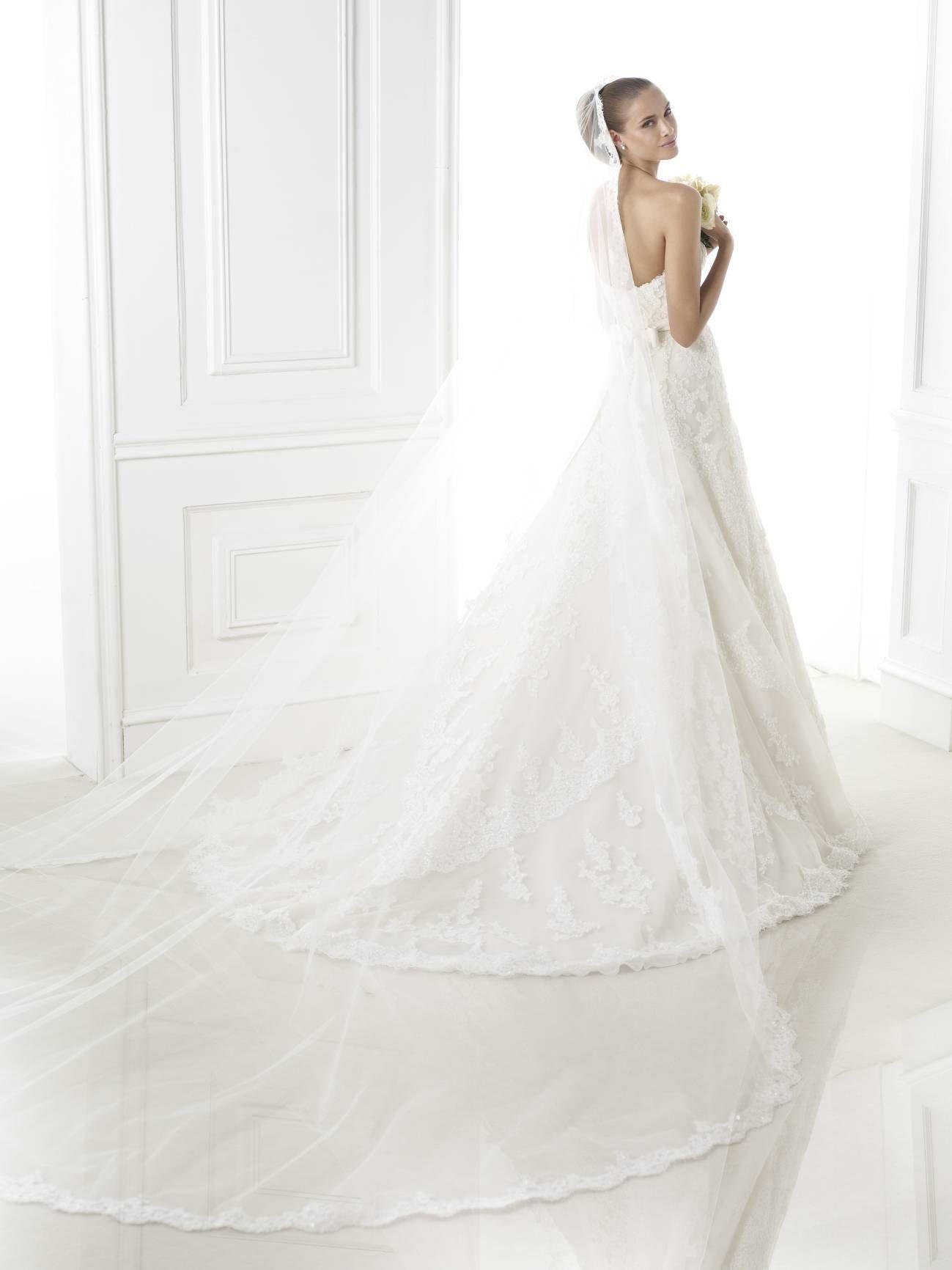 Basma - Pronovias 2015 kollekció - Esküvői ruha szalon - Menyasszonyi ruha  kölcsönzés http   b6bcc80fd3