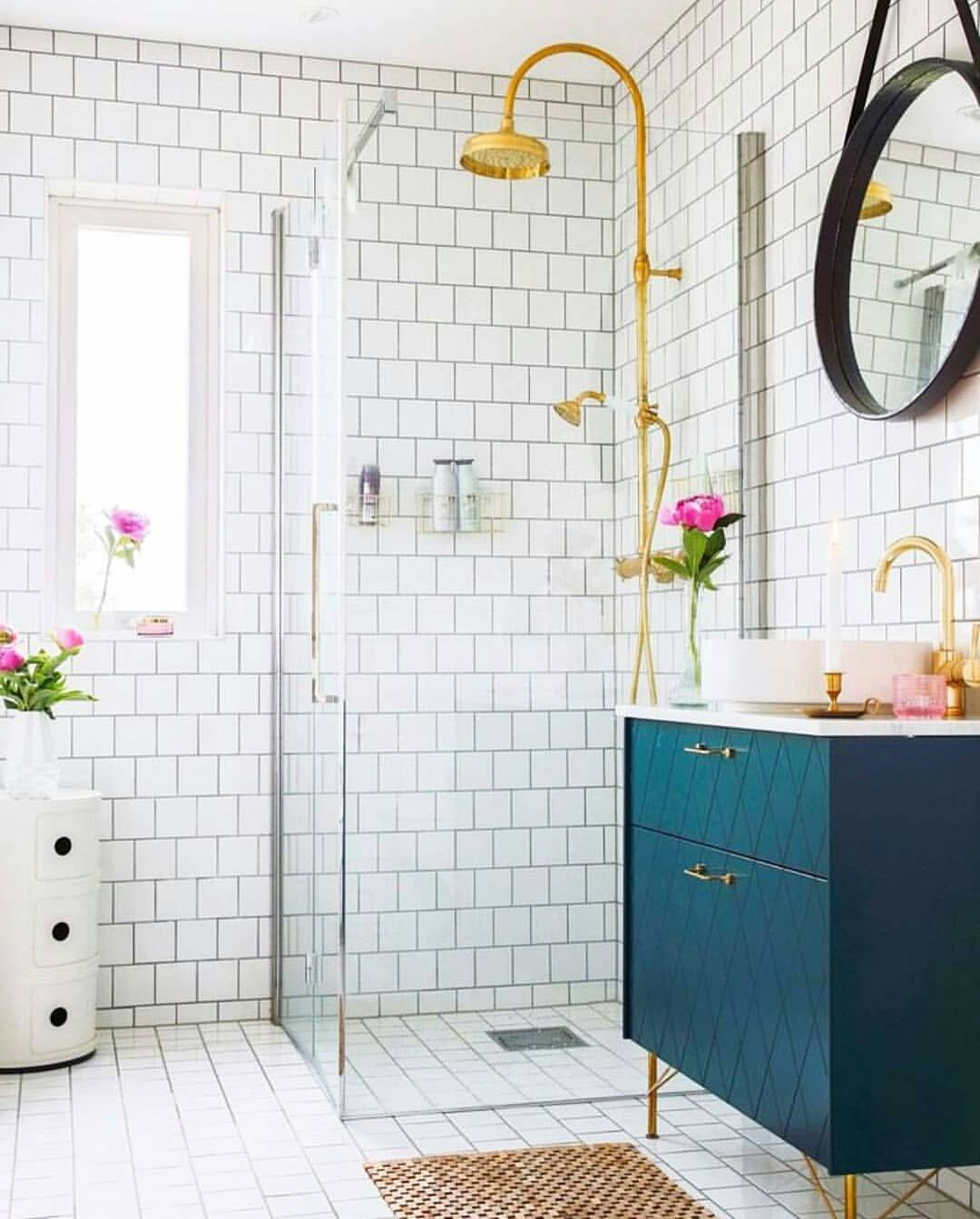 Hello Bright Happy Bathroom I D Like To Take You Home I Saw This Picture On Dis Bathroom Renovation Cost Small Bathroom Inspiration Bathroom Shelf Decor