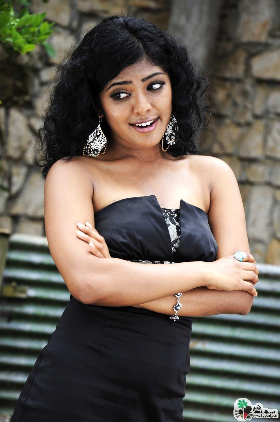 Reema Kallingal Hot Stills Reema Kallingal Hot Pics Reema Kallingal Hot Hot Reema