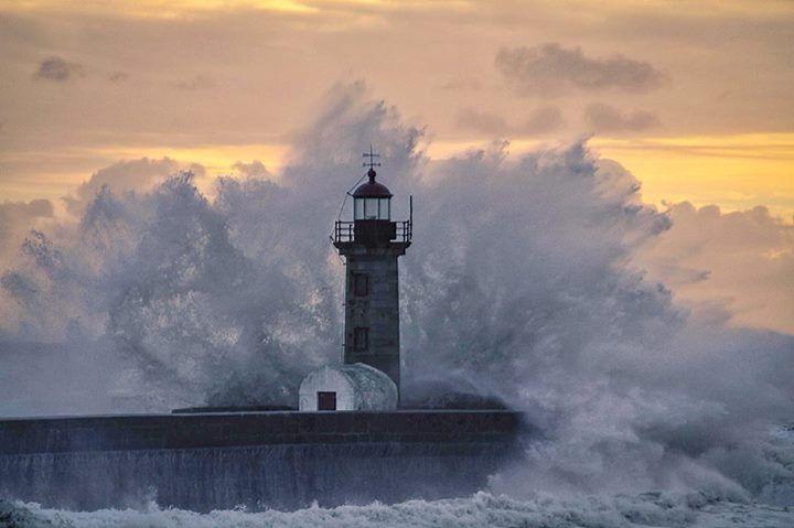 A força bruta da Natureza... no Farol de Felgueiras, Porto. Christa Nunlist