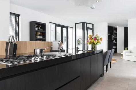 Modern landelijk kookeiland keuken bar and doors