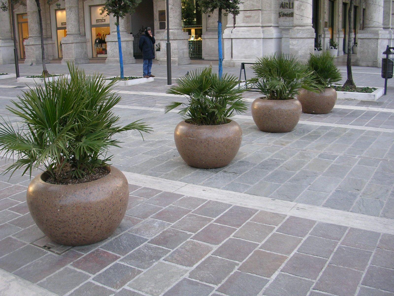 Luna planter bellitalia marble and concrete street for Bellitalia arredo urbano