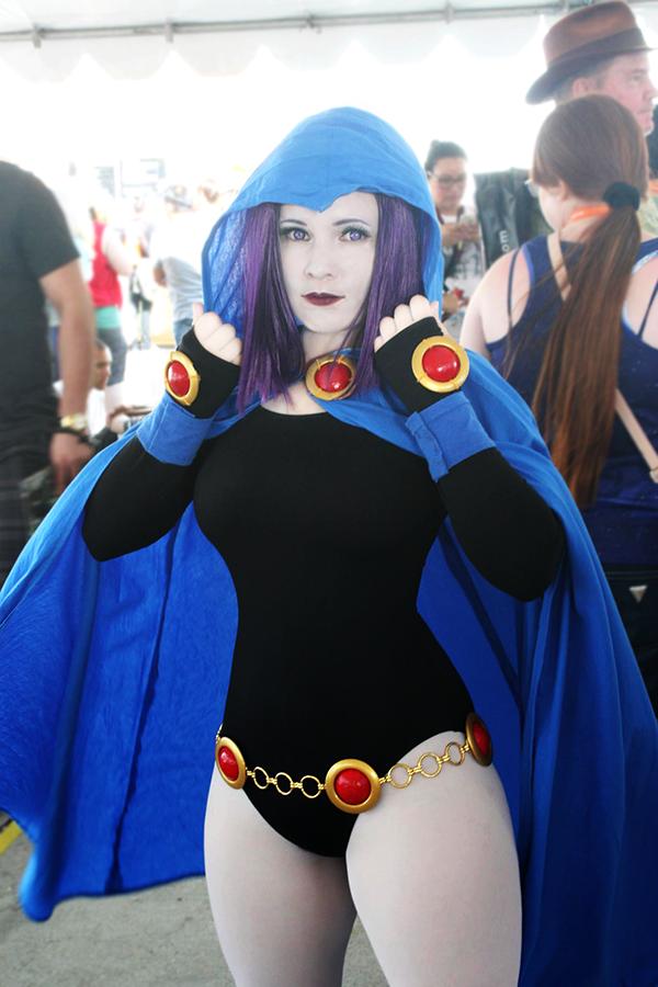 Sexy Cosplay Girl: Raven Cosplay