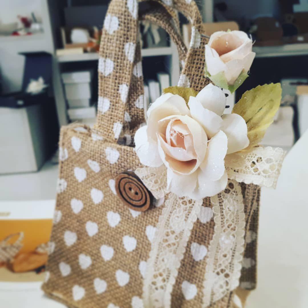 Bomboniere Shabbychic Style Nella Nuova Collezione Wedding 2018 Shopper Portaconfetti In Juta Con Romantici Cuoricini Reusable Tote Bags Burlap Burlap Bag