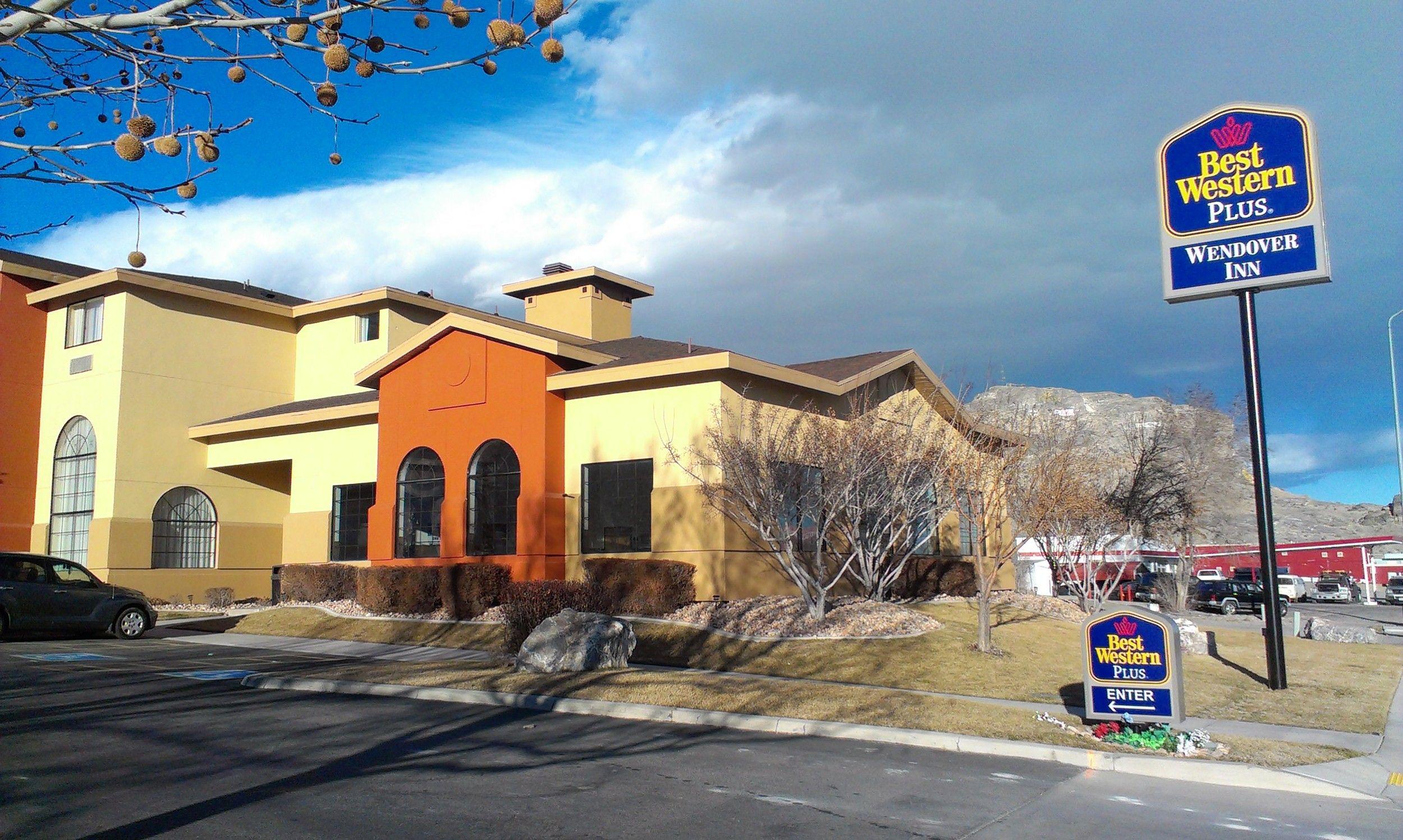 Wendover Utah Hotel Is Nestled Right Against The Nevada Border