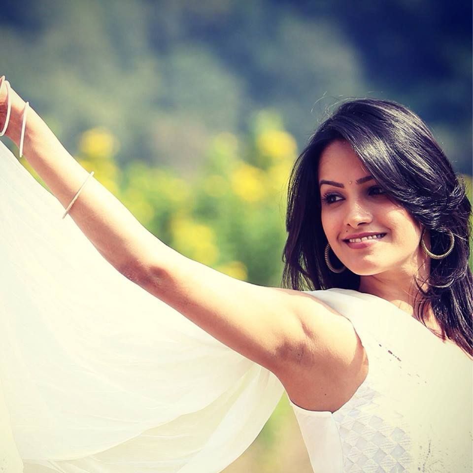 anita hassanandani height