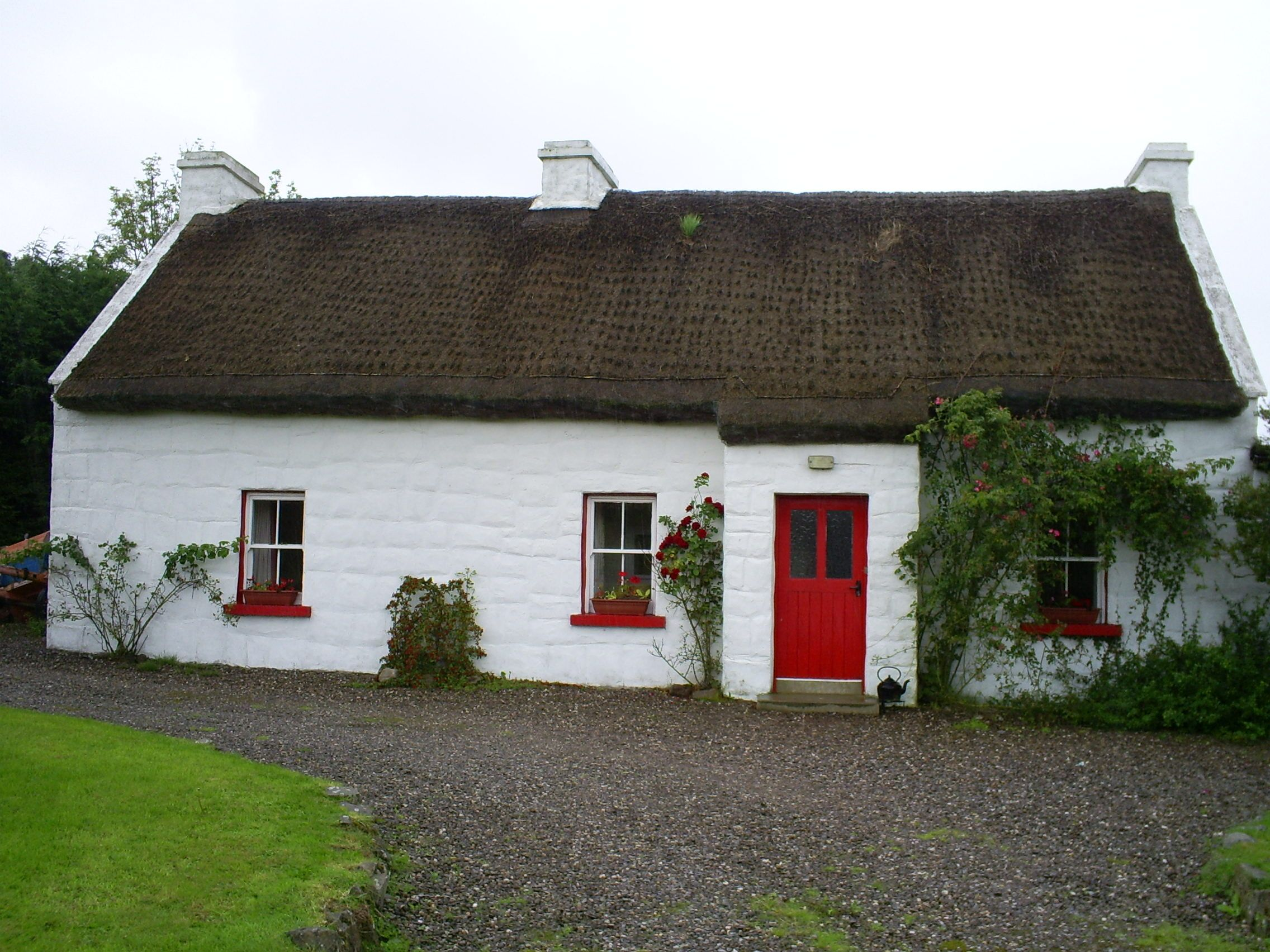 Small cottages pine cottage is an ideal place to enjoy for Traditional irish cottage designs