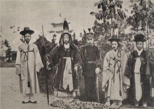 Uniforms In The Late Joseon Choson Dynasty Ancient Korea Korean History Korean Photo